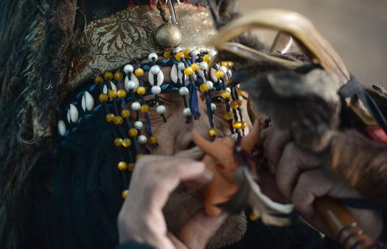 """Az Adyg-Eeren (""""medve szelleme"""") közösség sámánja a közösség házában, Kyzyl-ben #moszkvater"""