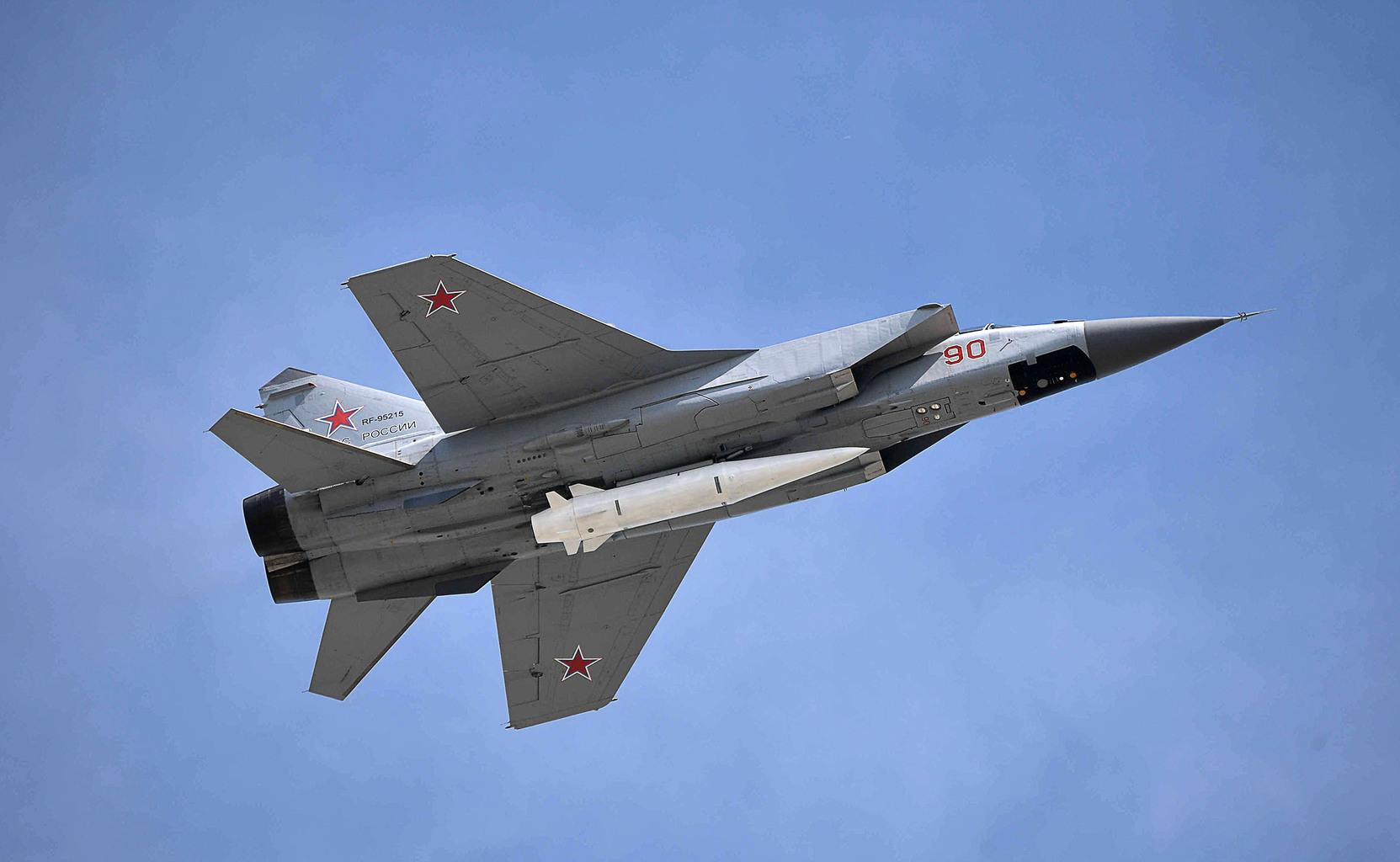 H-47M2 Kinzsal MiG-31K hordozóplatformra függesztve #moszkvater