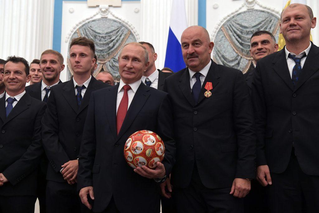 Vlagyimir Putyin orosz elnök a Kremlben kitüntette az orosz nemzeti labdarúgó válogatott tagjait 2018. július 28-án #moszkvater