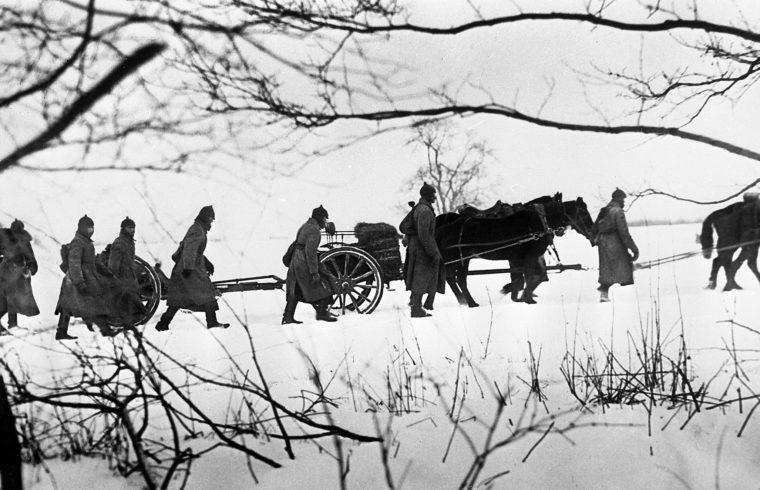 """""""Kereken 80 évvel ezelőtt, 1939. november 30-án mintegy fél millió szovjet katona tankokkal és gépfegyverekkel felszerelve hadüzenet nélkül megindult Finnország felé"""" #moszkvater"""