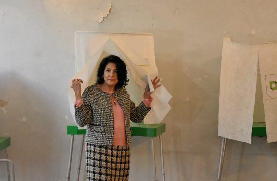 Szalome Zurabisvili leadja szavazatát a grúziai elnökválasztáson Tbilisziben 2018. november 28-án #moszkvater