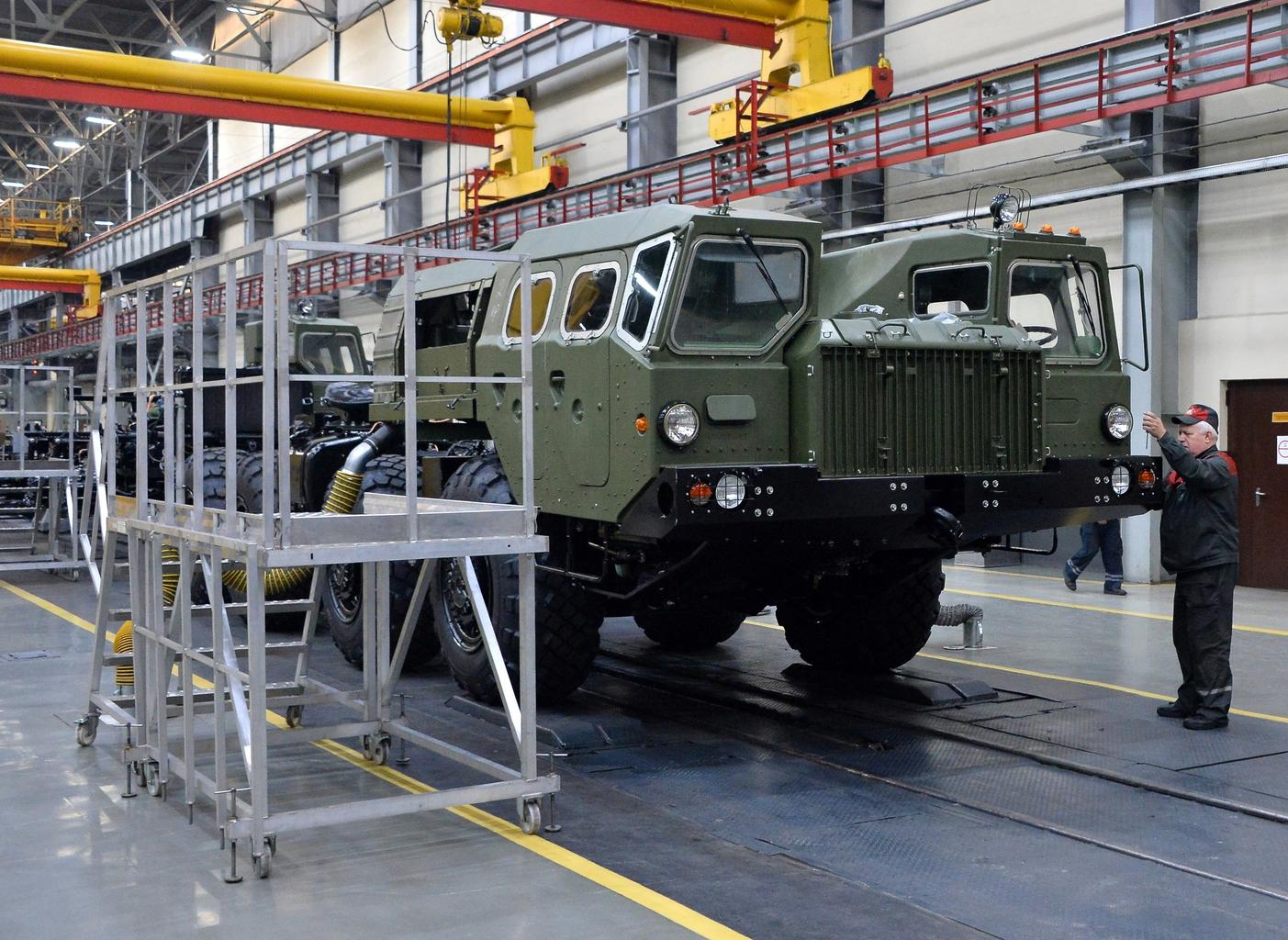 Orosz megrendelésre készülő 80 tonna teherbírású MZKT-792210 gyártása Minszkben #moszkvater