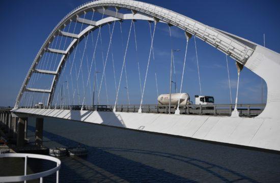 Kamion a Krímet a szárazfölddel összekötő hídon 2019. márciusában #moszkvater