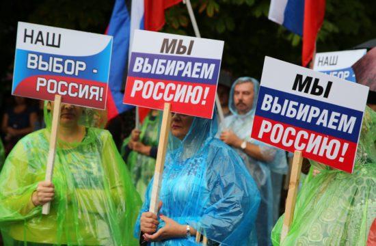 A Donbassz Választása demonstrál a régió Oroszországhoz való tartozásáért a kelet-ukrajnai Donyeckben 2019. július 16-án Fotó:EUROPRESS/AFP/Sergey Averin/Sputnik #moszkvater