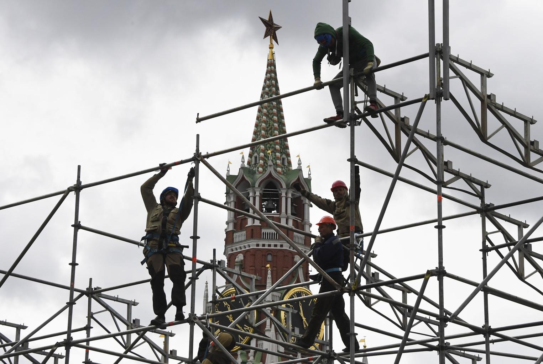 Munkások dolgoznak a moszkvai Vörös téren #moszkvater
