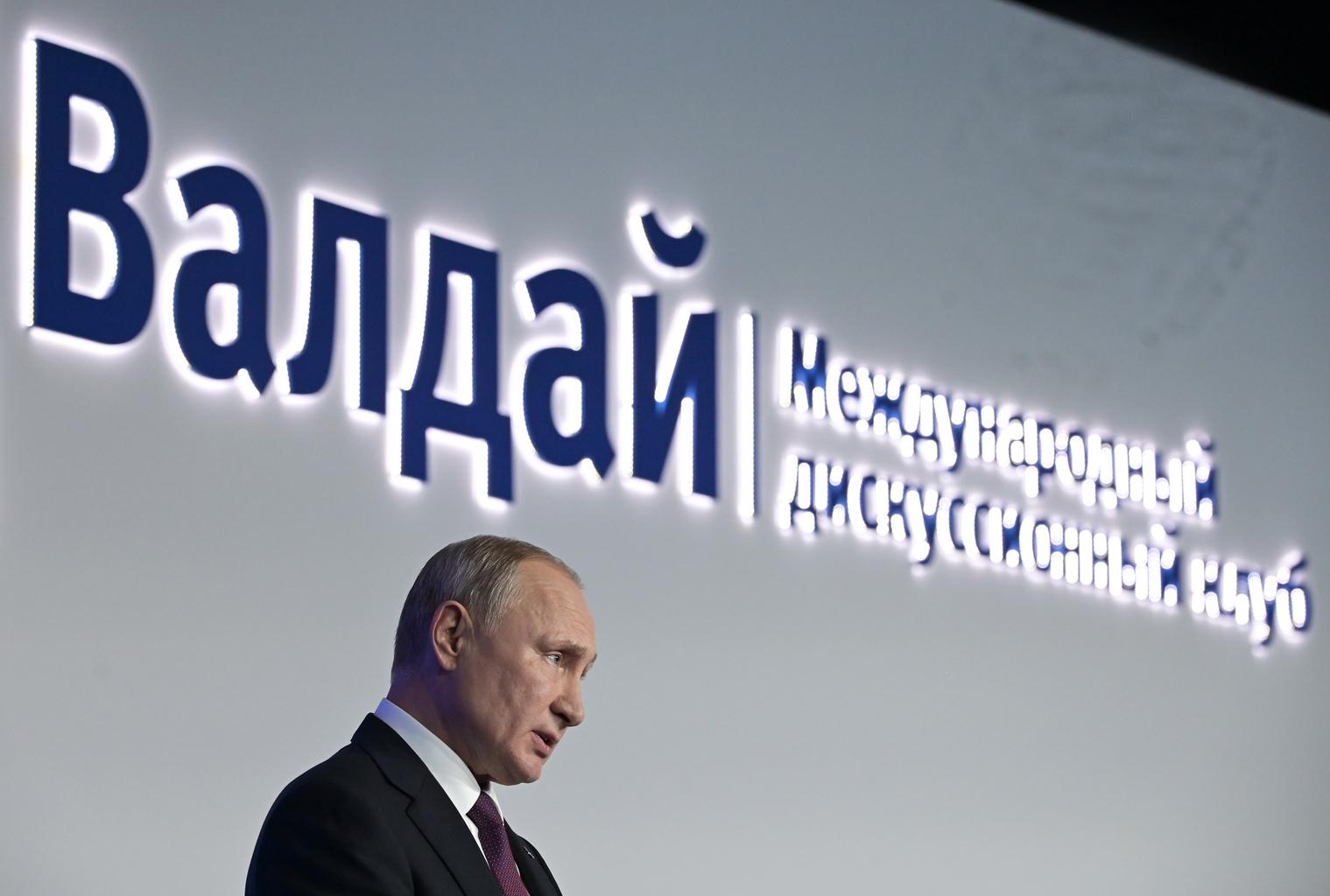 Vlagyimir Putyin orosz elnök beszél a Valdaj Klub találkozójának záróülésén 2019. október 3-án Szocsiban #moszkvater
