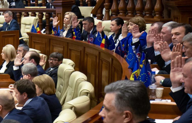 Bizalmi szavazás a moldáv parlamentben, Chisinauban Maia Sandu miniszterelnök ellen 2019. november 12-én #moszkvater