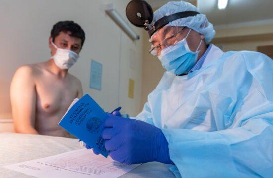 Orvosi vizsgálat Almatyban, Kazahsztánban 2020. áprilisában, a koronavírus terjedésének csúcsán #moszkvater