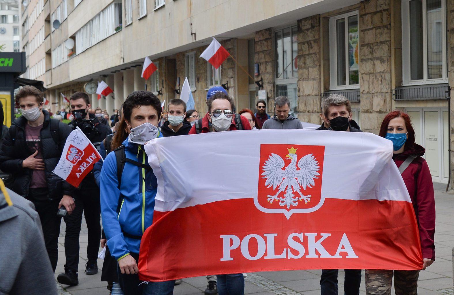 """""""A lengyelek május első napjaiban emellett 2-án a Zászló Napját is ünneplik"""" #moszkvater"""