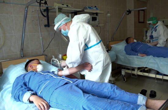 Az Orosz Védelmi Minisztérium által kiadott képen a moszkvai Burdenko kórházban vesznek vért önkéntesektől , akik a koronavírus betegség elleni vakcina kifejlesztésében vesznek részt 2020. július 20-án Fotó:EUROPRESS/Sputnik/Orosz Föderáció Minisztériumi Sajtószolgálat #moszkvater