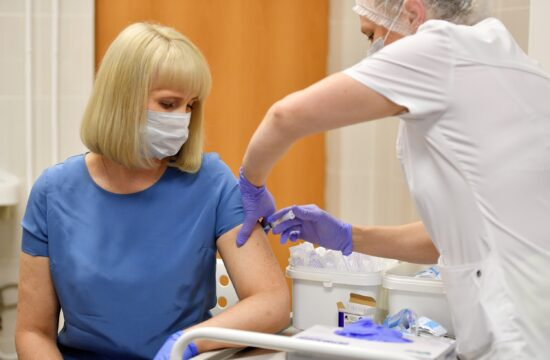 """""""Az oroszon kívül állítólag egyes források alapján hat, mások szerint nyolc olyan fejlesztés folyik, amelyek már a klinikai tesztelés utolsó fázisában járnak"""" #moszkvater"""