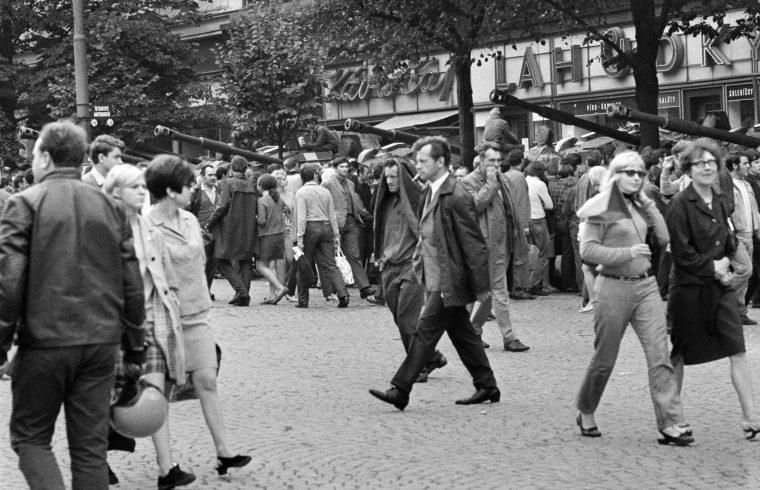 Szovjet tankok Prága utcáin 1968-ban #moszkvater