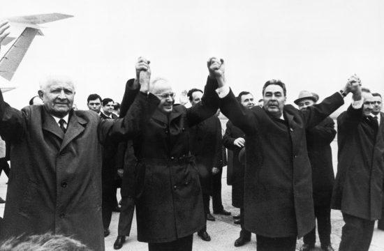 Szovjet küldöttség Prágában 1970-ben. Balról jobbra: Ludovig Svoboda a csehszlovák elnök, Gustav Husak főtitkár, Leonyid Brezsnyev szovjet miniszterelnök és Alekszej Koszigin Fotó:EUROPRESS/AFP/SPUTNIK #moszkvater