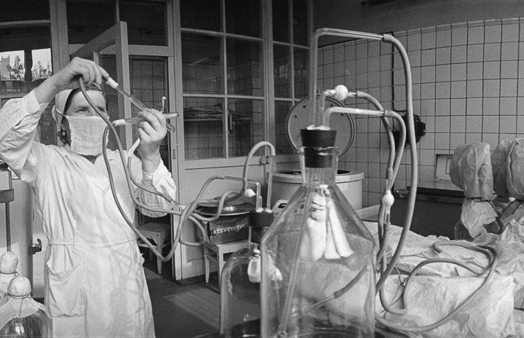 A moszkvai Ivanovszki Virológiai Kutatóintézet himlő elleni vakcinát kifejlesztő laboratóriuma az 1970-es években #moszkvater