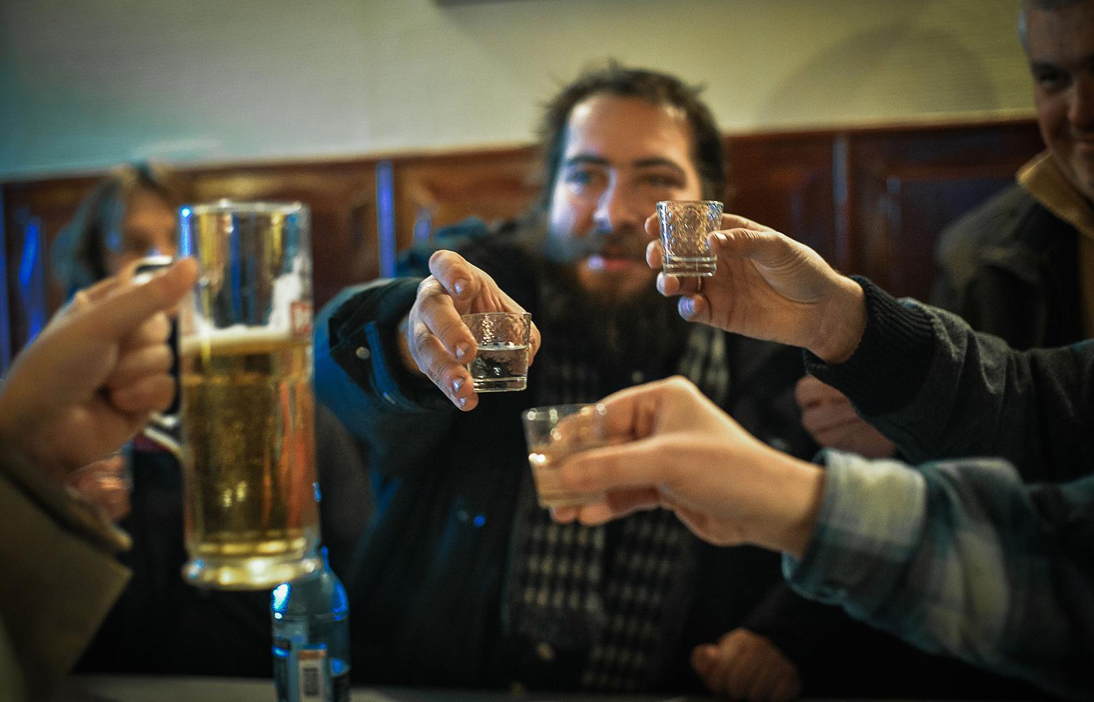 """""""Az ember azért emeli poharát s mond köszöntőt, hogy az alkoholhoz hozzátegyen egy kis tartalmat is."""" #moszkvater"""