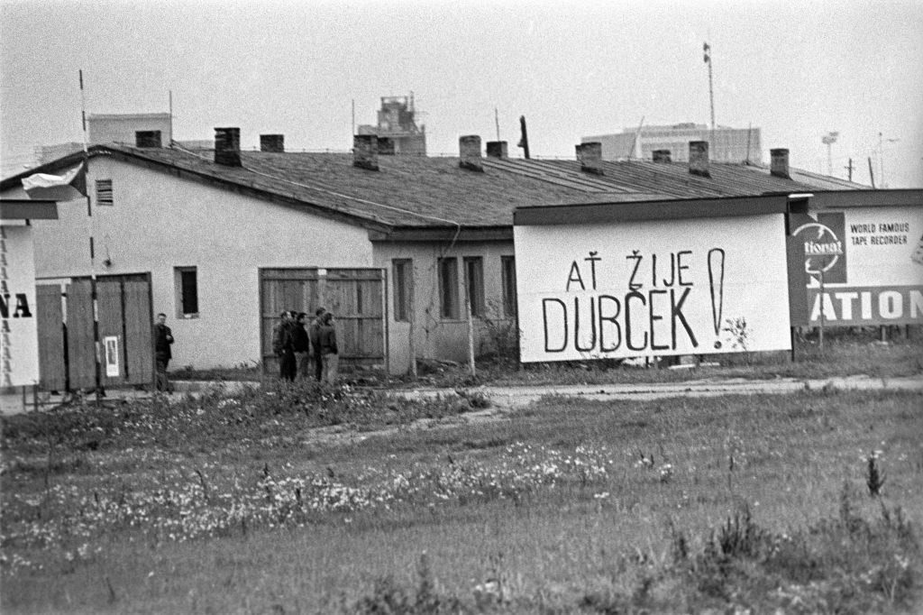 """""""Hadd éljen Dubcek!"""" Felirat egy prágai ház falán 1968. augusztusában #moszkvater"""