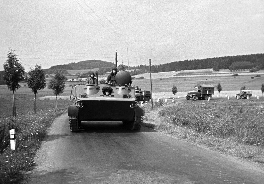 Szovjet harckocsik úton Prága felé 1968. augusztus 21-én #moszkvater