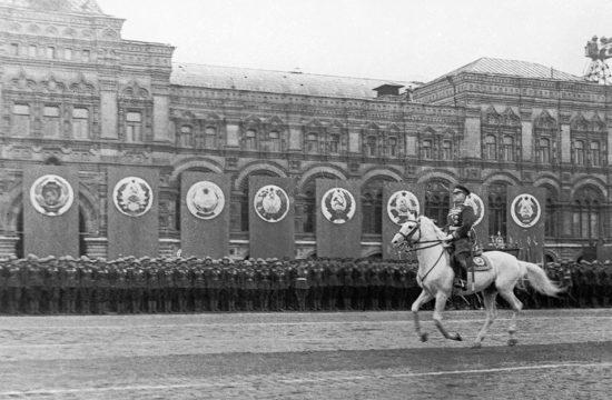 Zsukov marsall belovagol a Vörös térre 1945. június 24-én a győzelmi parádén #moszkvater