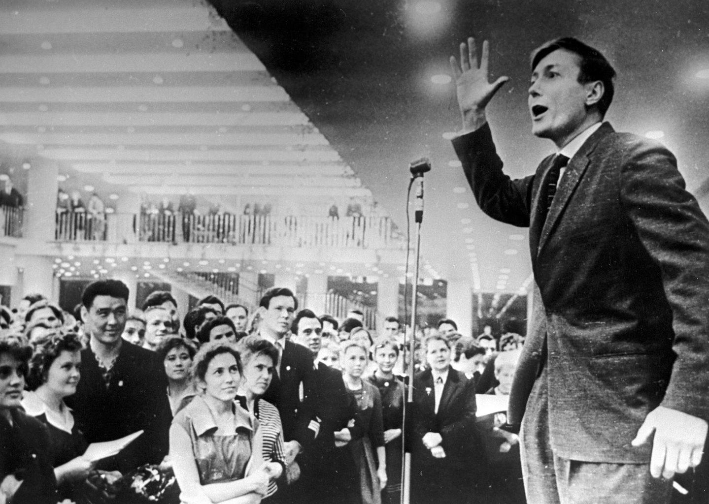 Jevgenyij Jevtusenko szaval 1966-ban #moszkvater
