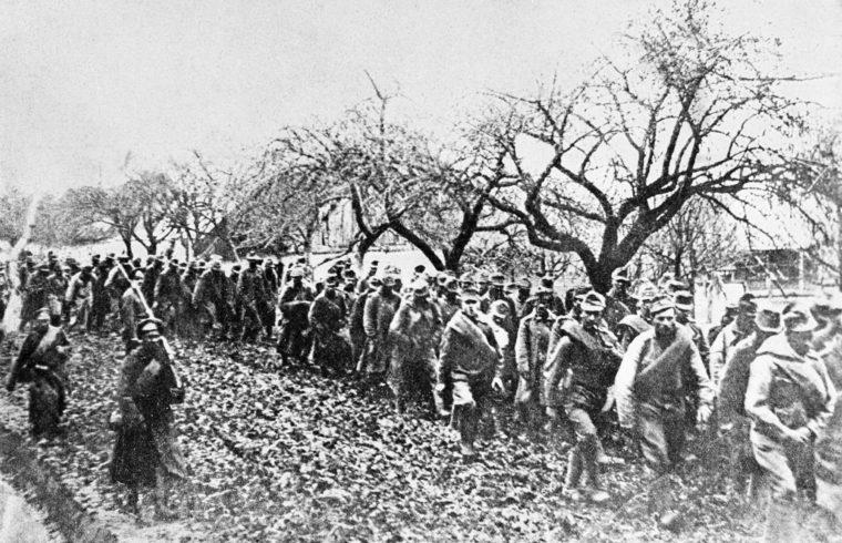 Orosz katonák által a Bruszilov offenzíva alatt ejtett hadifoglyok vonulása a Délnyugati fronton az I. világháborúban #moszkvater