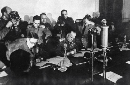 Georgij Konsztantyinovics Zsukov előtt Wilhelm Keitel szintén aláírta a feltétel nélküli megadásról szóló okiratot #moszkvater