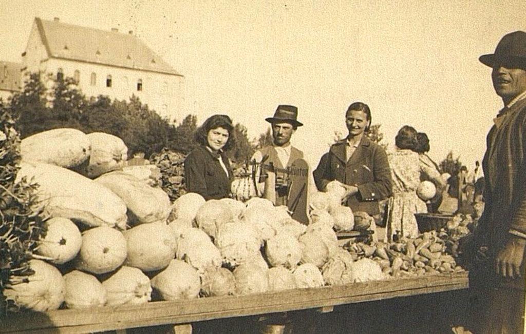 Bolgárkertészek a győri Dunakapu téri piacon az 1940-es években #moszkvater