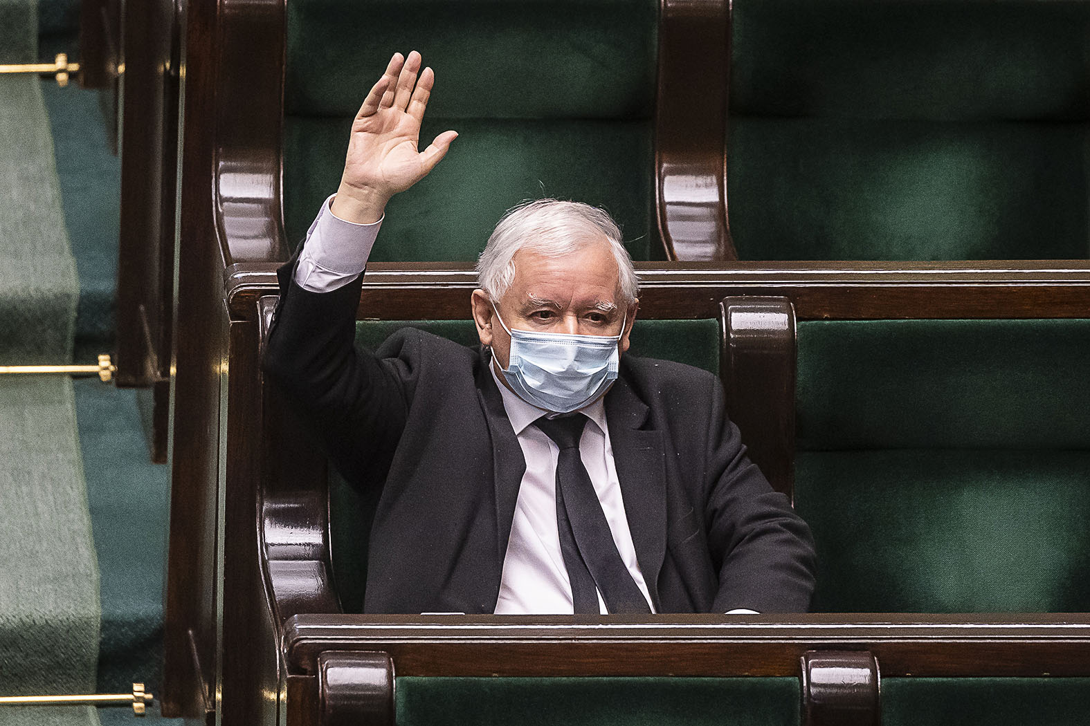 A jobboldal vezetője Jaroslaw Kaczynski formálisan Mateusz Morawiecki kormányfő alárendeltje lesz #moszkvater