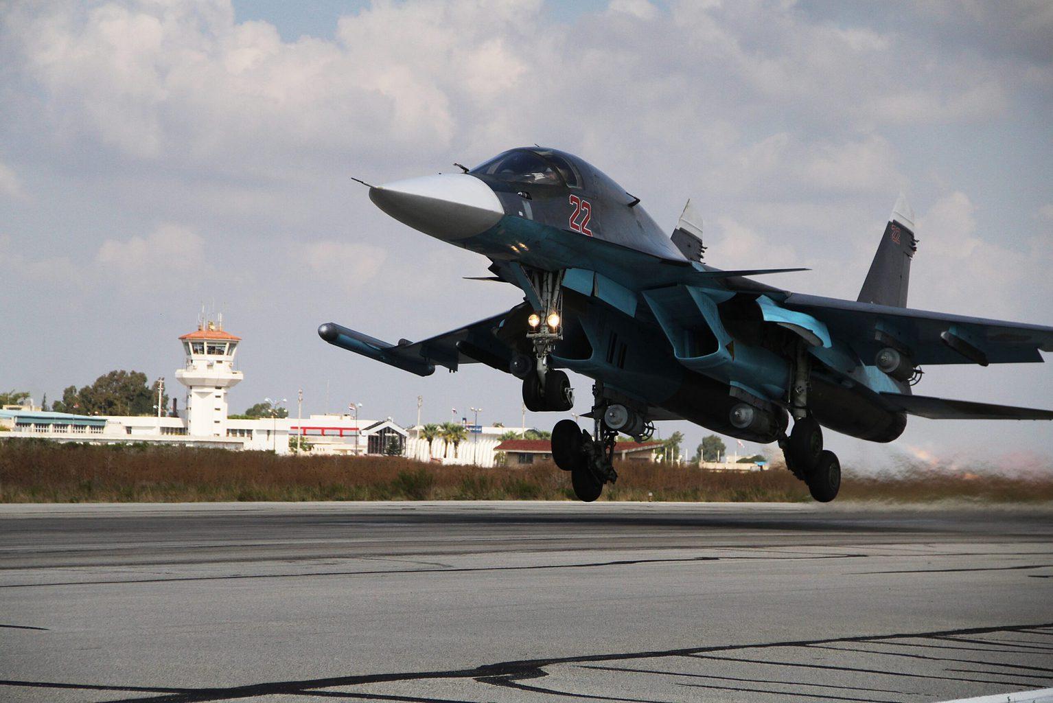 Szu-34 vadászbombázó felszállása a szíriai Hmejmím légitámaszpontról 2015 októberében #moszkvater
