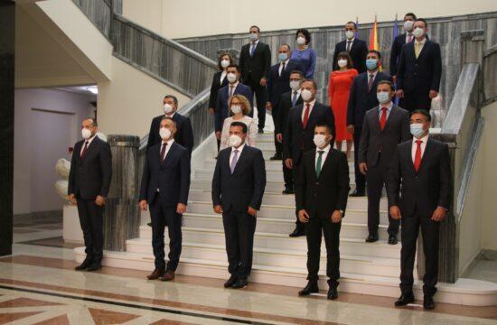 A Zoran Zaev (elől középen) vezette kormány tagjainak bemutatása Szkopjéban 2020 augusztus 31-én #moszkvater