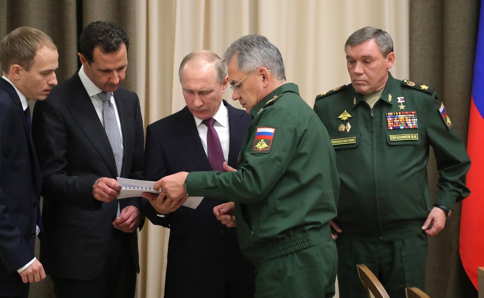 Vlagyimir Putyin és Bassár el-Aszad találkozása 2017 novemberében. A védelmi minisztérium képviseletében Szergej Sojgu és Valerij Geraszimov vesz részt #moszkvater