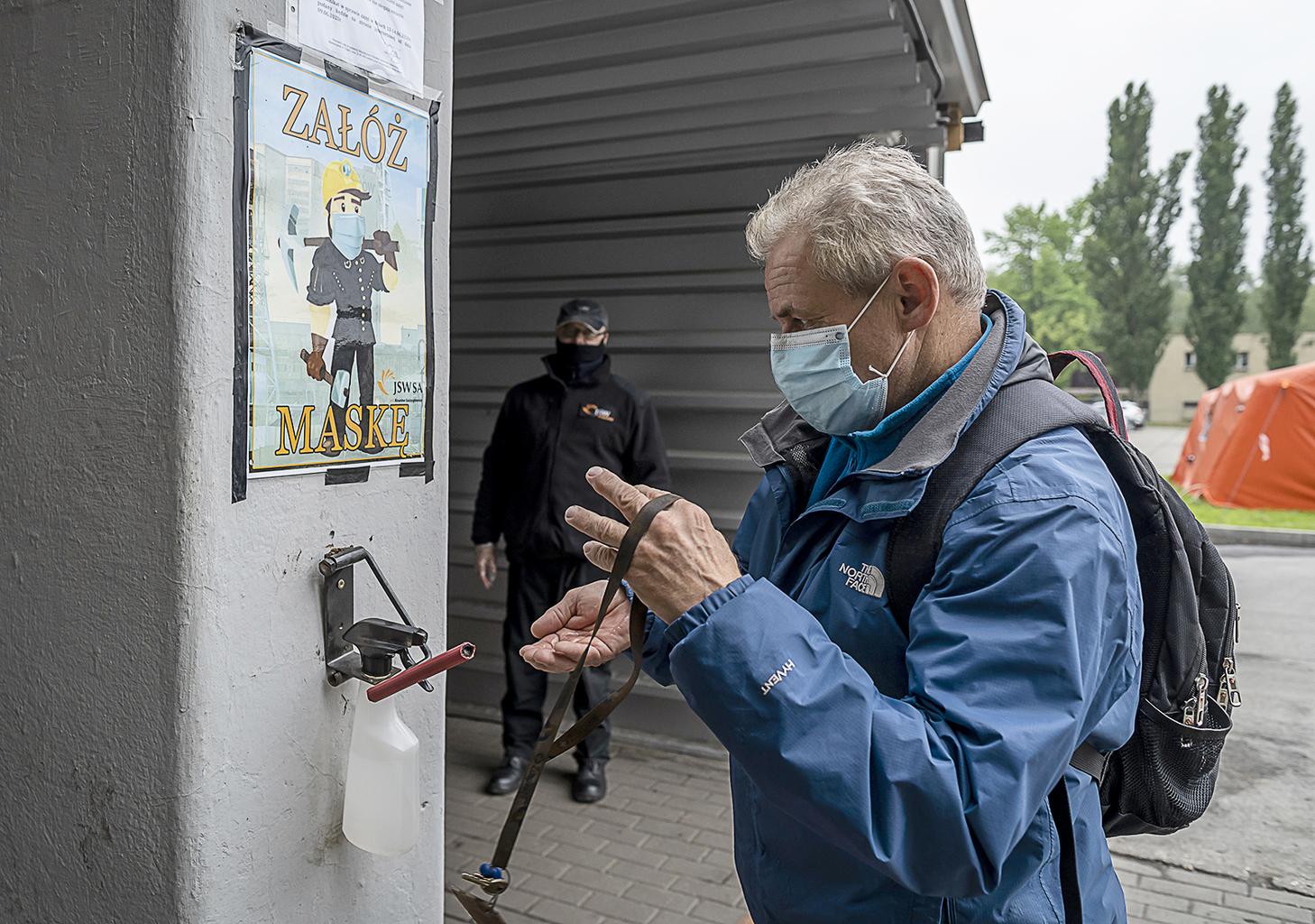 """""""Lengyelországban addig is ajánlják a maszk viselését, amely szombattól már az utcán is kötelező lesz"""" #moszkvater"""