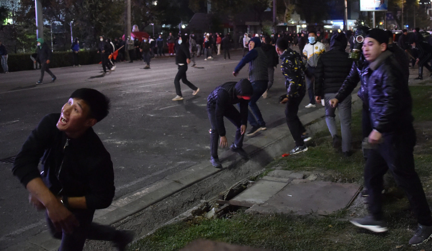 Elszabadultak az indulatok a választást követő tüntetéseken Biskekben 2020. október 5-én #moszkvater