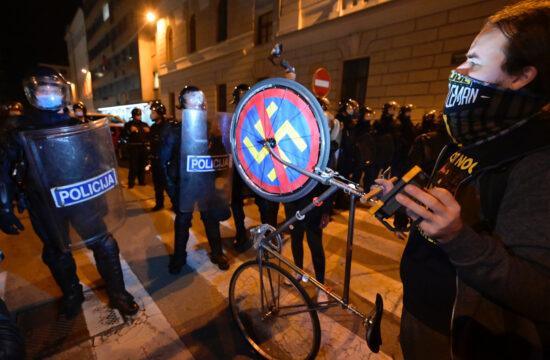 """A """"rendszeres"""" péntek esti tüntetés Ljubljanában 2020. október 9-én #moszkvater"""