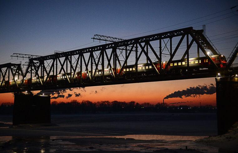 A Transszibériai vasút az Ob felett átvezető hídon Novoszibirszknél #moszkvater