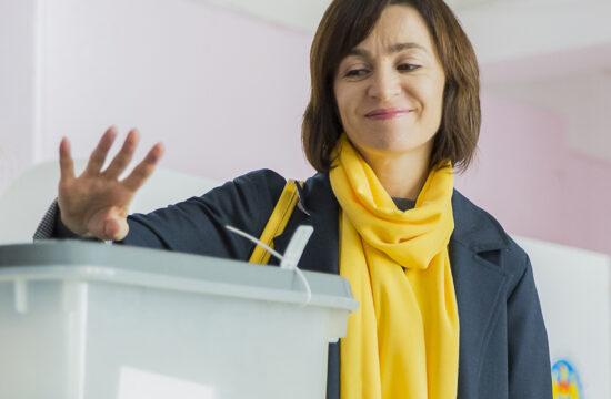 Maia Sandu leadja szavazatát a moldovai helyhatósági választáson 2019. október 20-án Chisinauban #moszkvater