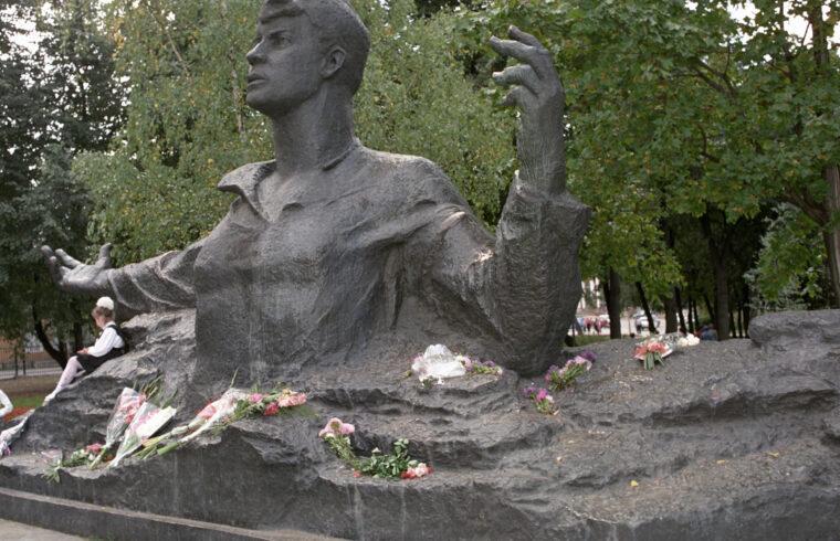 Jeszenyin sírja a vaganykovói temetőben #moszkvater