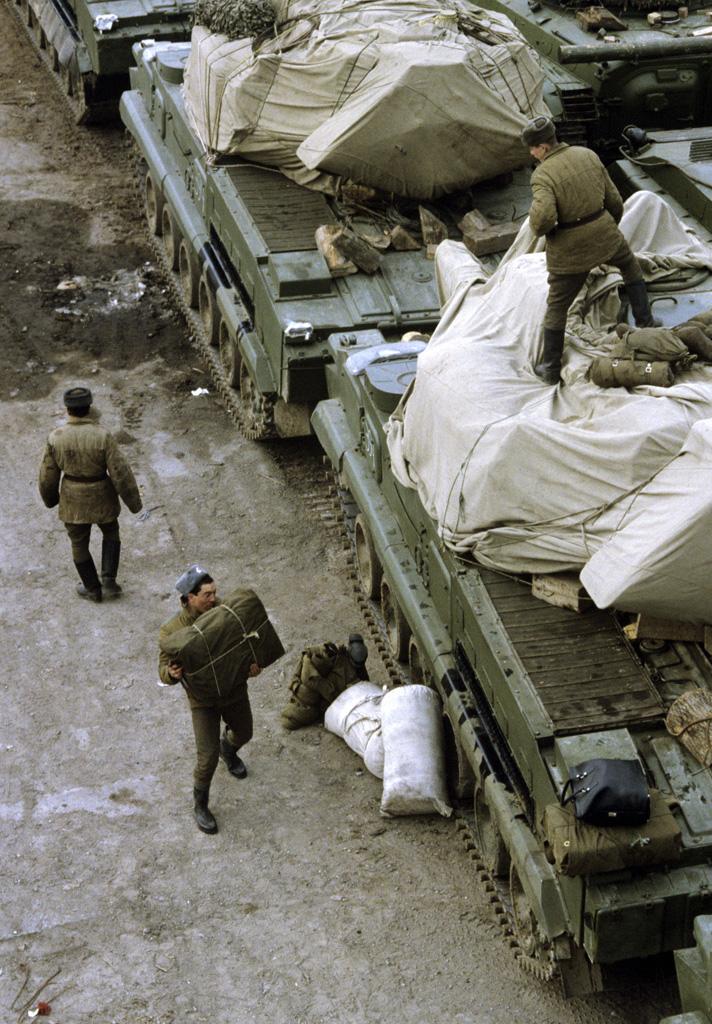 Lánctalpas technika előkészítése szállításhoz 1991 márciusában #moszkvater