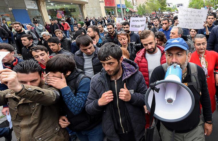 """""""Visszatekintve egyre világosabban látszik, hogy az örmény állam Azerbajdzsánt és Törökországot bátorító meggyengülése Nikol Pasinjan hatalomra jutásával, a 2018-as úgynevezett színes forradalommal kezdődött"""" #moszkvater"""