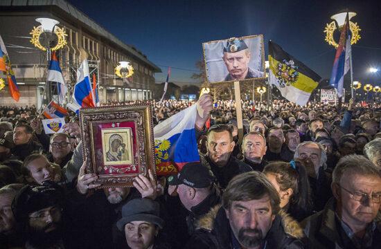 """""""Az immár több évtizede tartó Putyin-éra alatt ismét magára talált Oroszország, érthető módon, körömszakadtáig védelmezi megmaradt balkáni hídfőállásait, különösen nagy súlyt helyezve az Adria-part legalább egy részének visszaszerzésére – Szerbián keresztül – a maga számára"""" #moszkvater"""