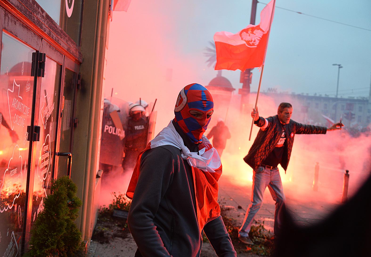 Lengyel radikálisok demonstrálciója Varsóban a Lengyel Függetlenség Napján 2020. november 11-én #moszkvater