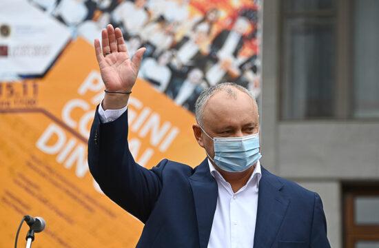 A moldovai elnökválasztás első fordulójában vezető Igor Dodon egy kampányeseményen integet híveinek Chisinauban 2020. november 13-án #moszkvater
