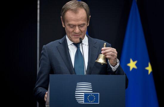 """""""Nem véletlen tette fel Twitter üzenetében a kérdést párttársainak az Európai Néppárt lengyel elnöke, Donald Tusk, hogy mit kellene még tennie a Fidesznek ahhoz, hogy mindannyian észrevegyétek, egyszerűen nem illenek a mi családunkhoz"""" #moszkvater"""