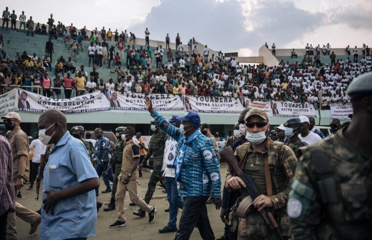 """""""A kormány a választások biztonsága érdekében kért erősítést Oroszországtól és Ruandától, mert az eddig az országban a kormányt segítő magánhadseregek – így a Vagner-csoport – nem elégségesek a rend fenntartására és Touadera hatalmának megtartására"""" #moszkvater"""