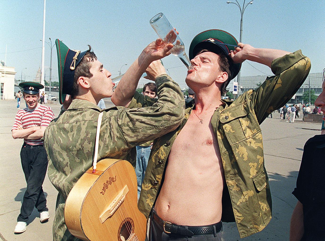 """""""Azért iszunk, hogy felejtsünk, de a mértéktelenségtől egyszer csak elfelejthetünk inni"""" #moszkvater"""