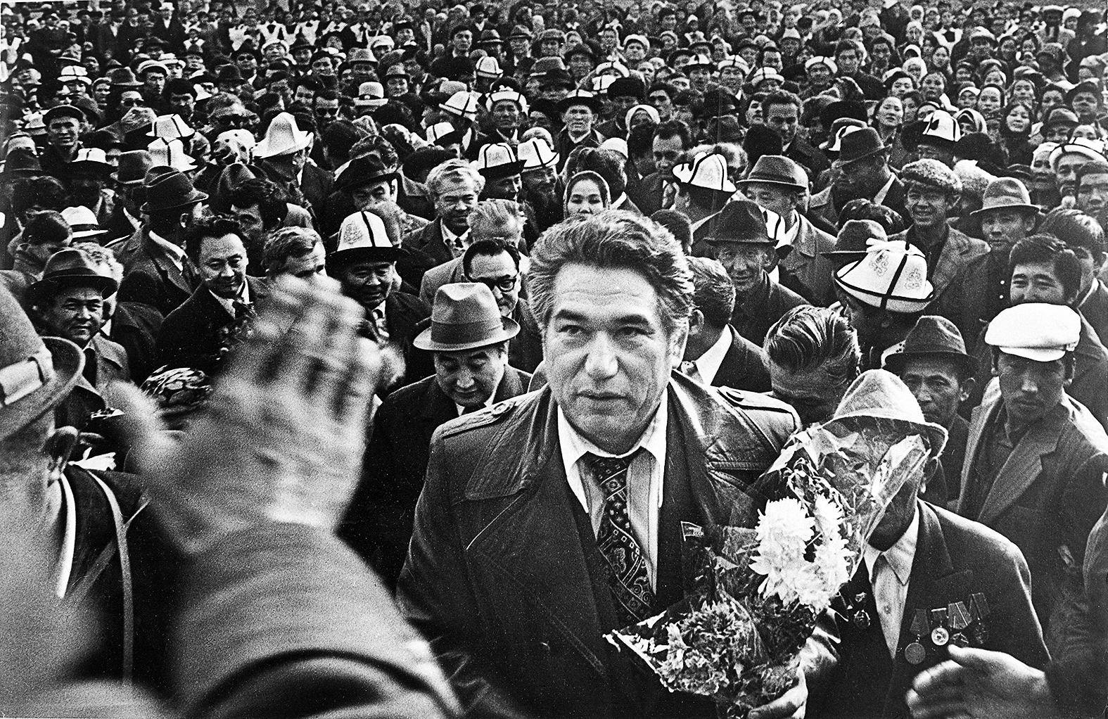 Csingiz Ajtmatov szülőföldjén a fotóművész A. Abdygulov képén 1984-ben #moszkvater