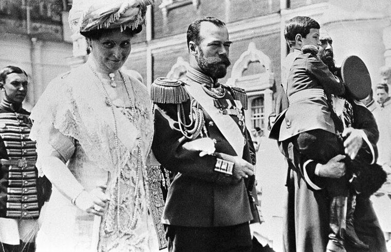 II. Miklós cár és felesége, Alekszandra a Romanov-család történetének 300-ik évfordulóján tartott ünnepségen 1913-ban #moszkvater