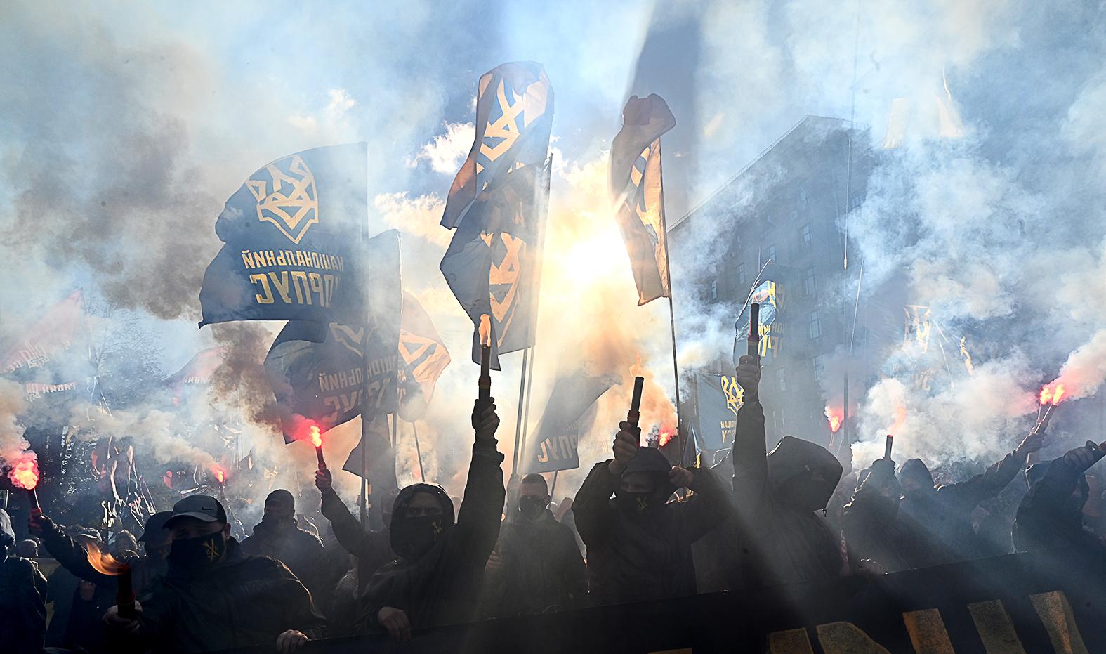 """""""A radikálisok hajthatatlansága pedig ebben a kérdésben megelőlegezi, hogy – hacsak nem történik valamilyen váratlan nemzetközi vagy akár ukrán belpolitikai fordulat – 2021-ben sem várhatóak döntő előrelépések a kelet-ukrajnai konfliktus kérdésében"""" #moszkvater"""