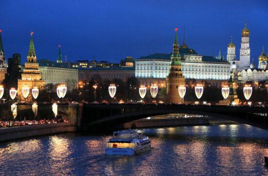 """""""A Kreml az orosz főváros közepének fallal körülvett történelmi épületegyüttese, Oroszország kulturális és hatalmi központja, uralkodóinak és döntéshozóinak székhelye"""" #moszkvater"""