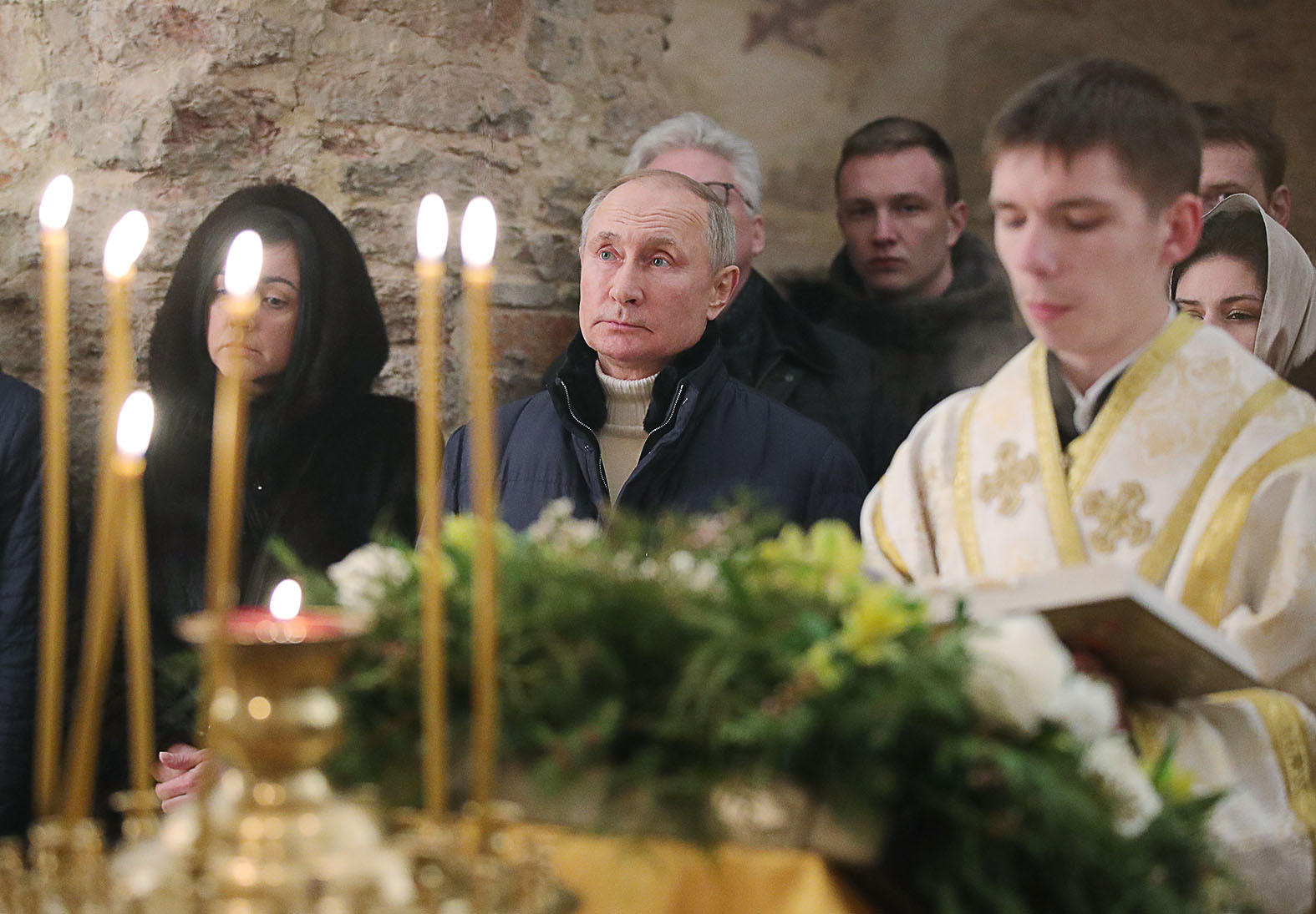 """""""Mint az éles szemű, divathoz értők <jóindulatúan> kiszúrták, az éjféli misére Putyin Andrea Campagna márkájú drága dzsekiben érkezett"""" #moszkvater"""