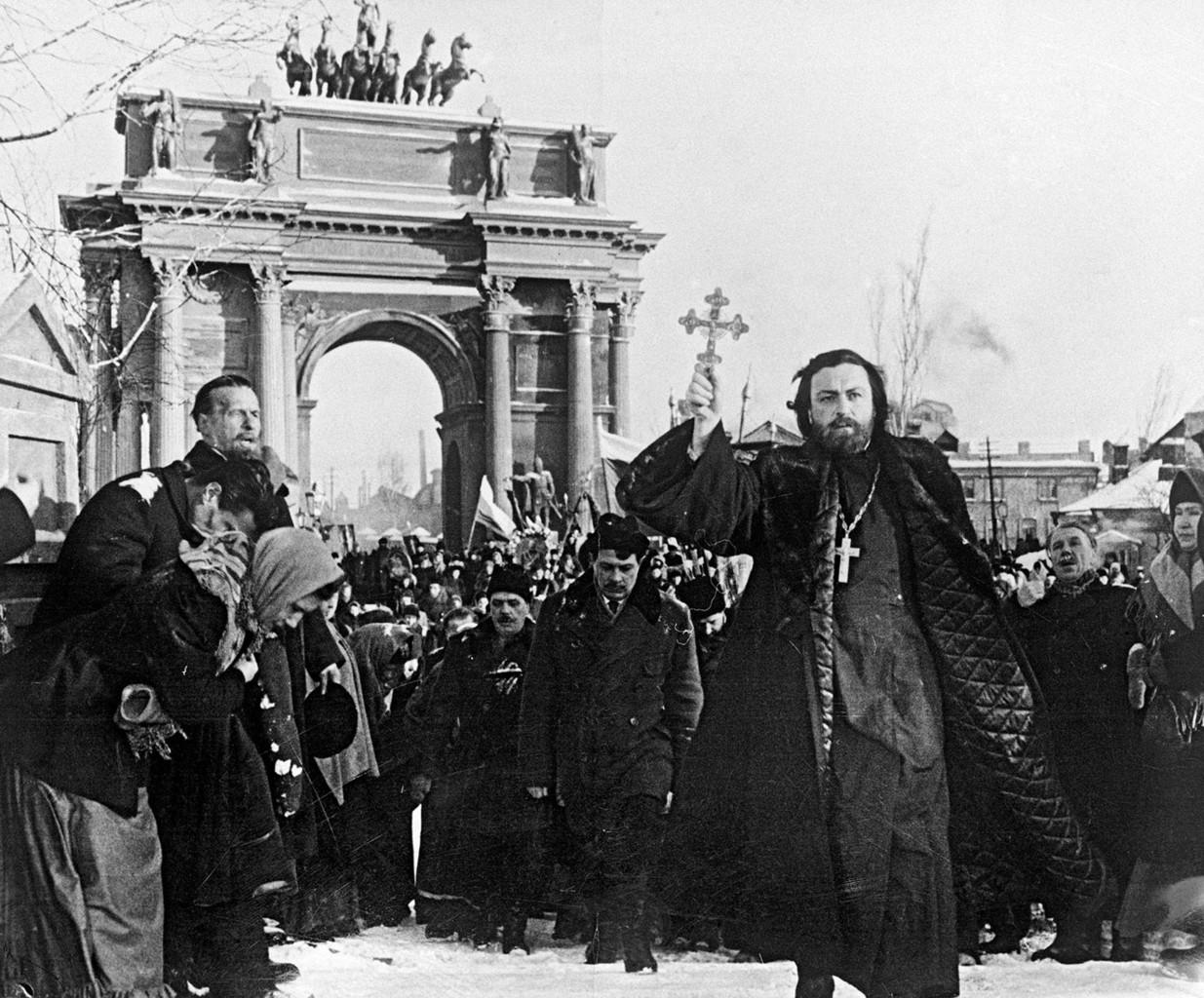 """JEfim Kapeljan, mint Gapon pópa Jefim Dzigan """"Prológus"""" című 1956-os filmjében #moszkvater"""